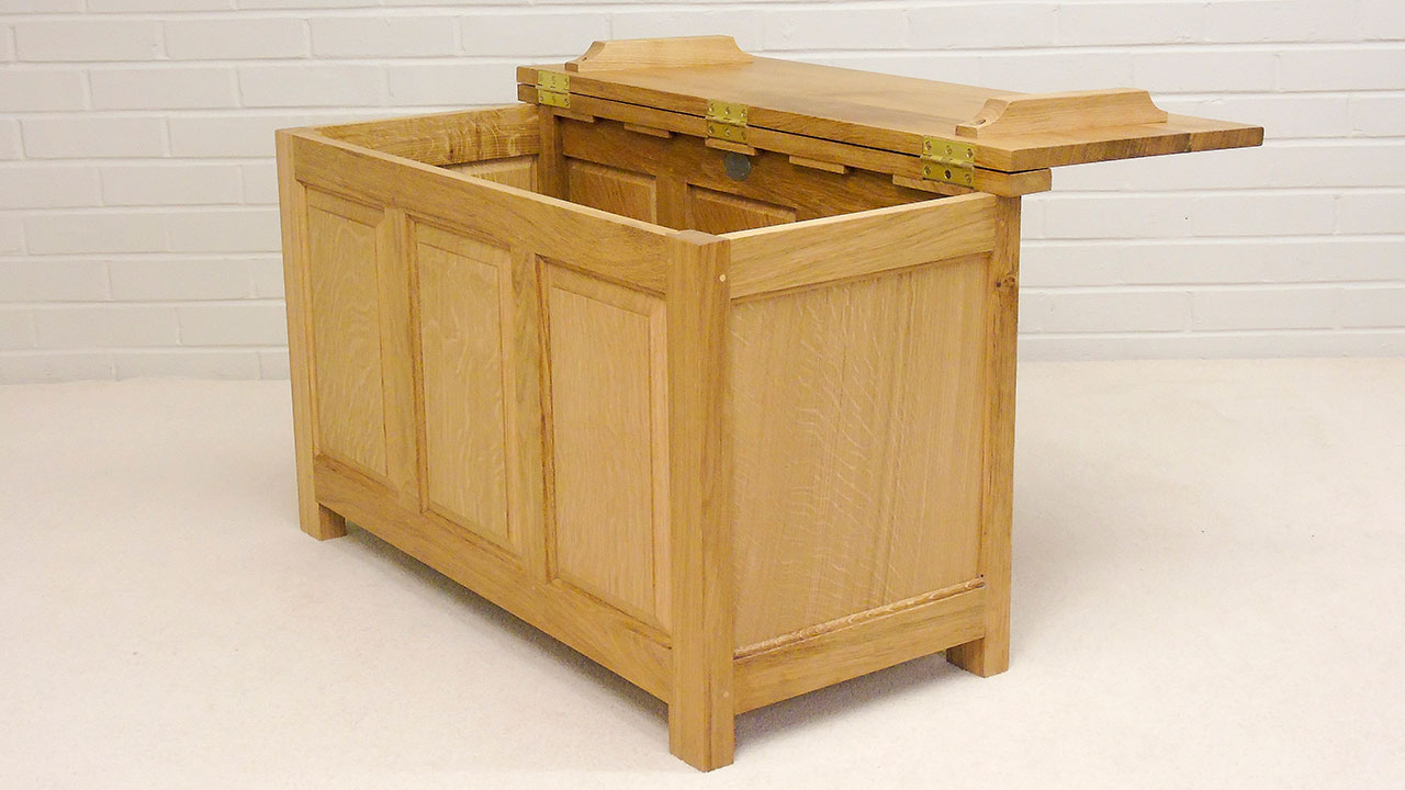 Titchmarsh & Goodwin Blanket Box - Angled View - Lid Open