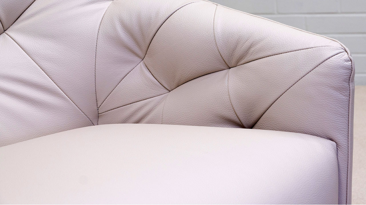 777 Swivel Chair - Detail View