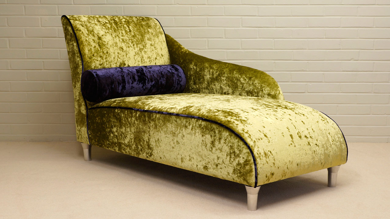 Chaise Longue - Angled View