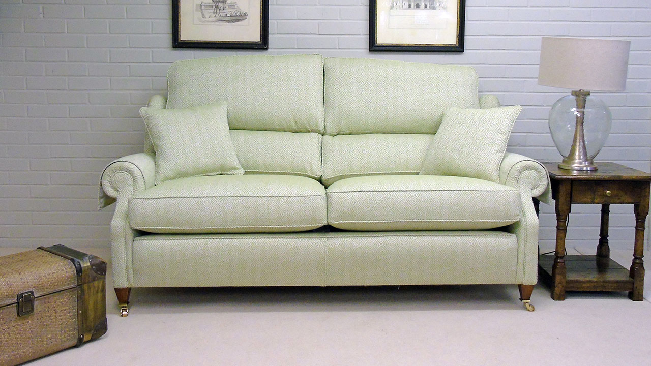 Winchester Sofa - Front View - Alternative 1